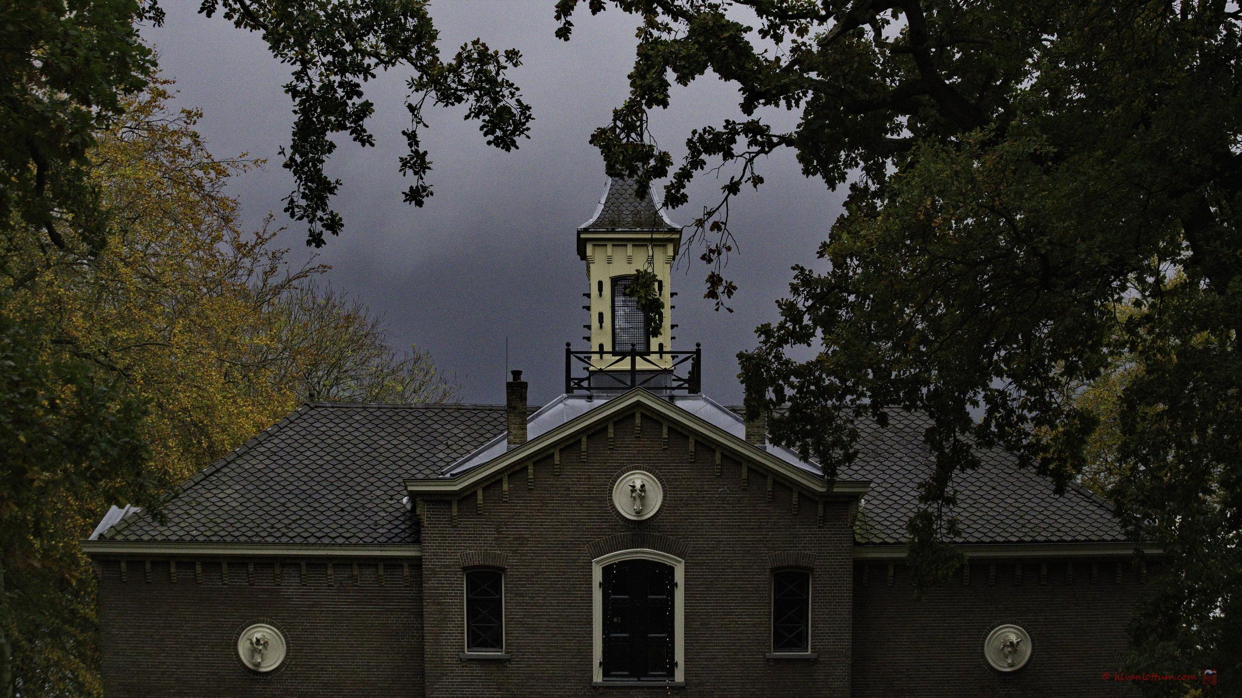 Onweer boven het Koetshuis - Poelgeest