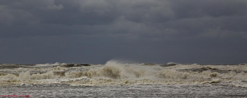 Stormy weather - Noordzee bij Noordwijk